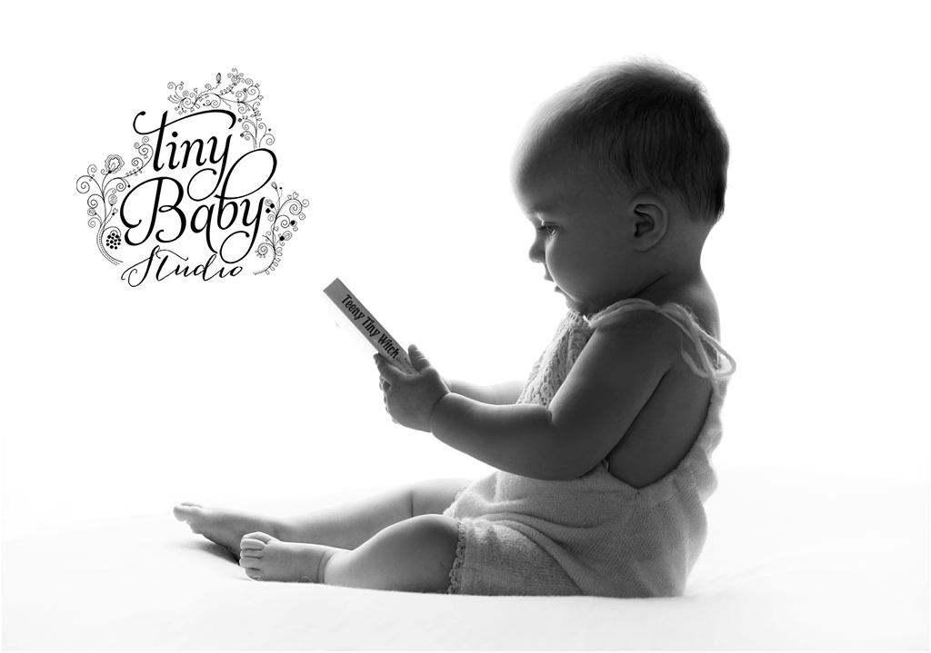 tiny-baby-studio-newcastle-newborn-baby-photographer-baby-reading-book