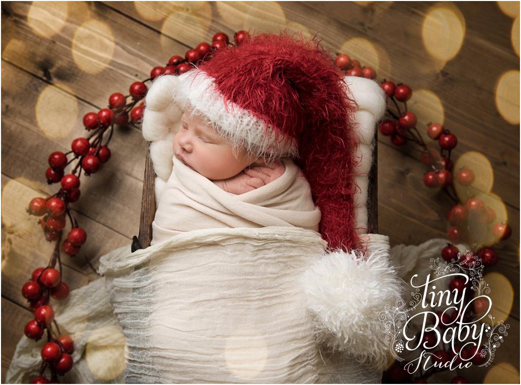 tiny-baby-studio-newcastle-newborn-baby-photographer-newborn-baby-santa-hat
