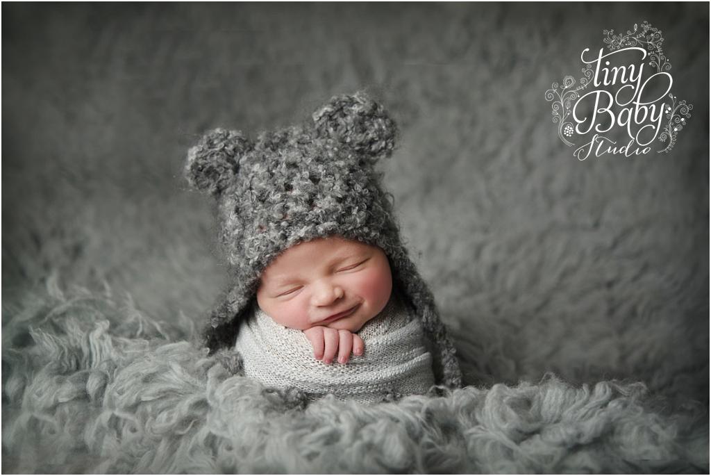 tiny-baby-studio-newcastle-newborn-baby-photographer-newborn-baby-smile