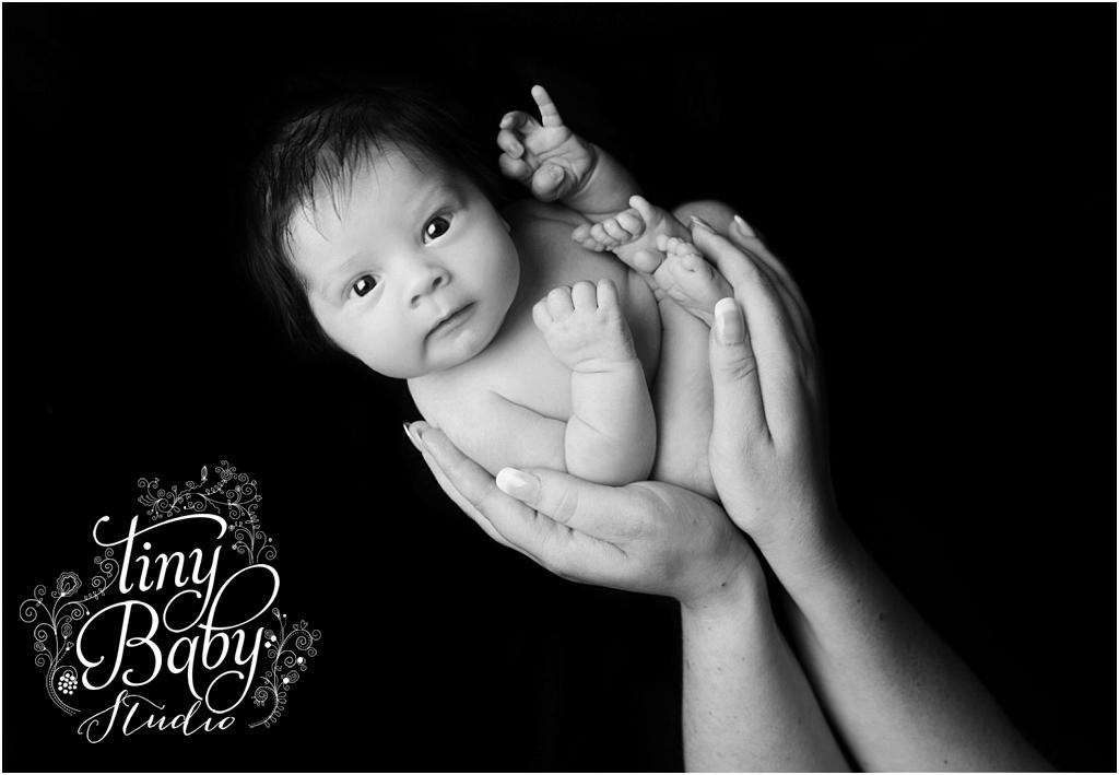 Tiny Baby Studio Newcastle newborn baby photographer newborn parents hands