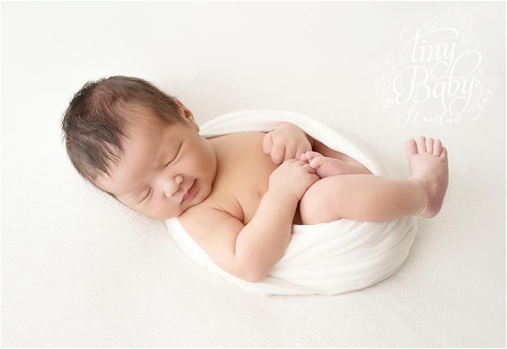 tiny-baby-studio-newcastle-newborn-baby-photographer-newborn-wrapped-white
