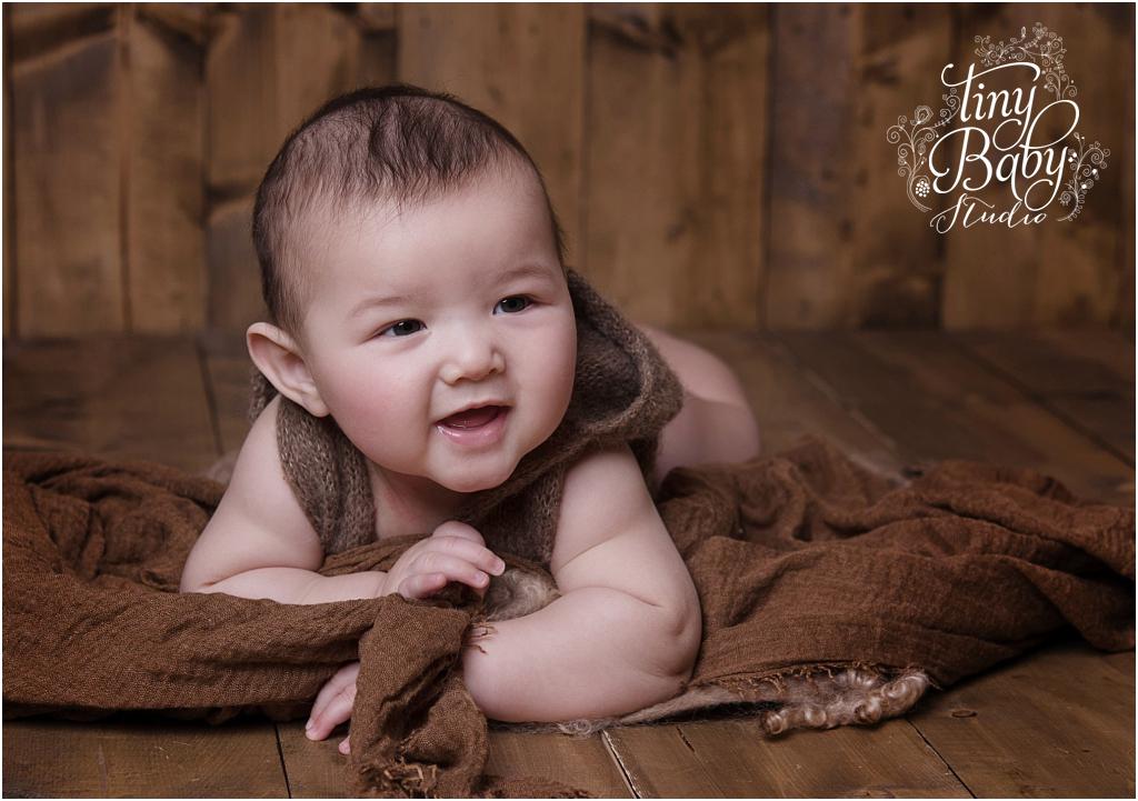 Tiny Baby Studio Newcastle newborn baby photographer sitter session brown tones