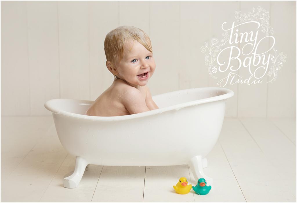 tiny-baby-studio-newcastle-newborn-photographer-baby-in-bath