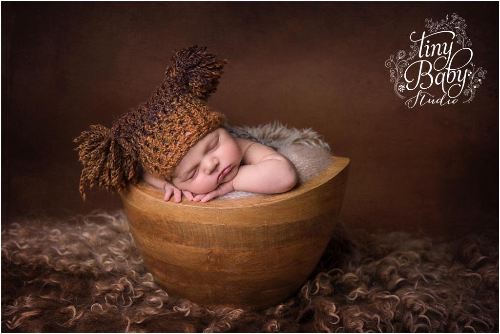 tiny-baby-studio-newcastle-newborn-photographer-newborn-baby-knitted-pom-pom-hat