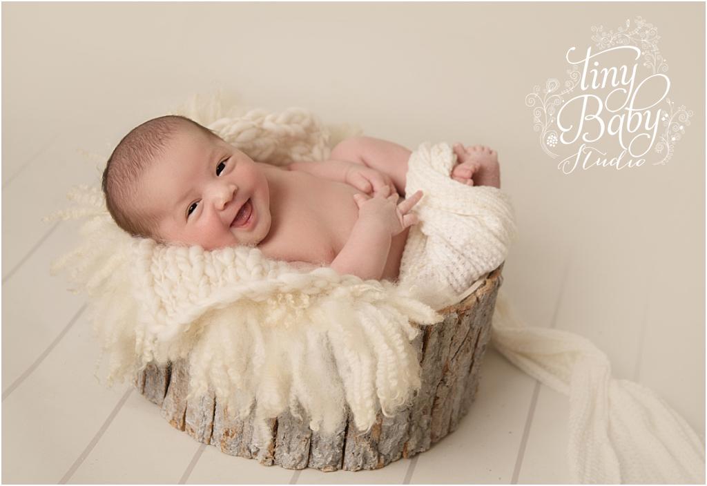 tiny-baby-studio-newcastle-newborn-photographer-newborn-laugh