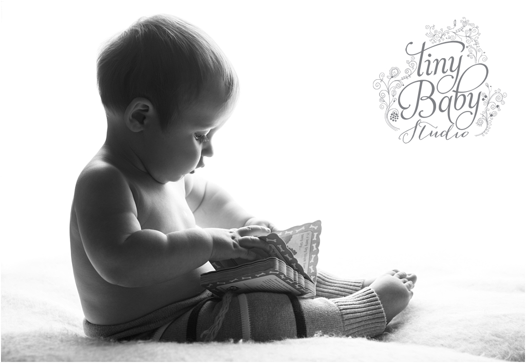 tiny-baby-studio-newcastle-newborn-photographer-sitter-session-back-lit